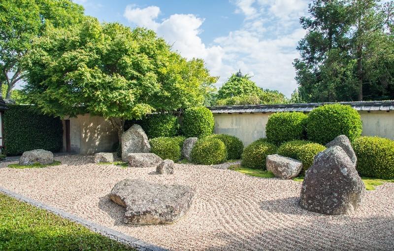 décoration roche pour votre jardin dans l'Hérault | Melia Terrassement